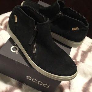 ECCO soft black ankle shoes